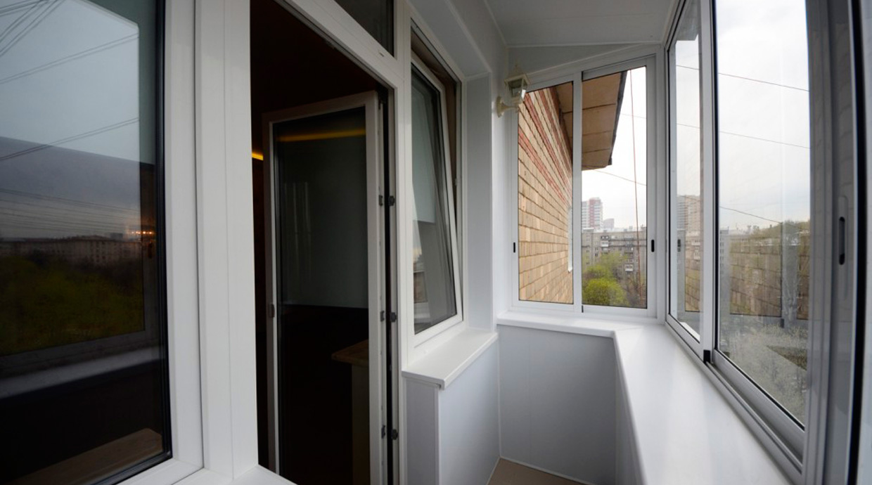Холодное остекление балконов: преимущества и особенности