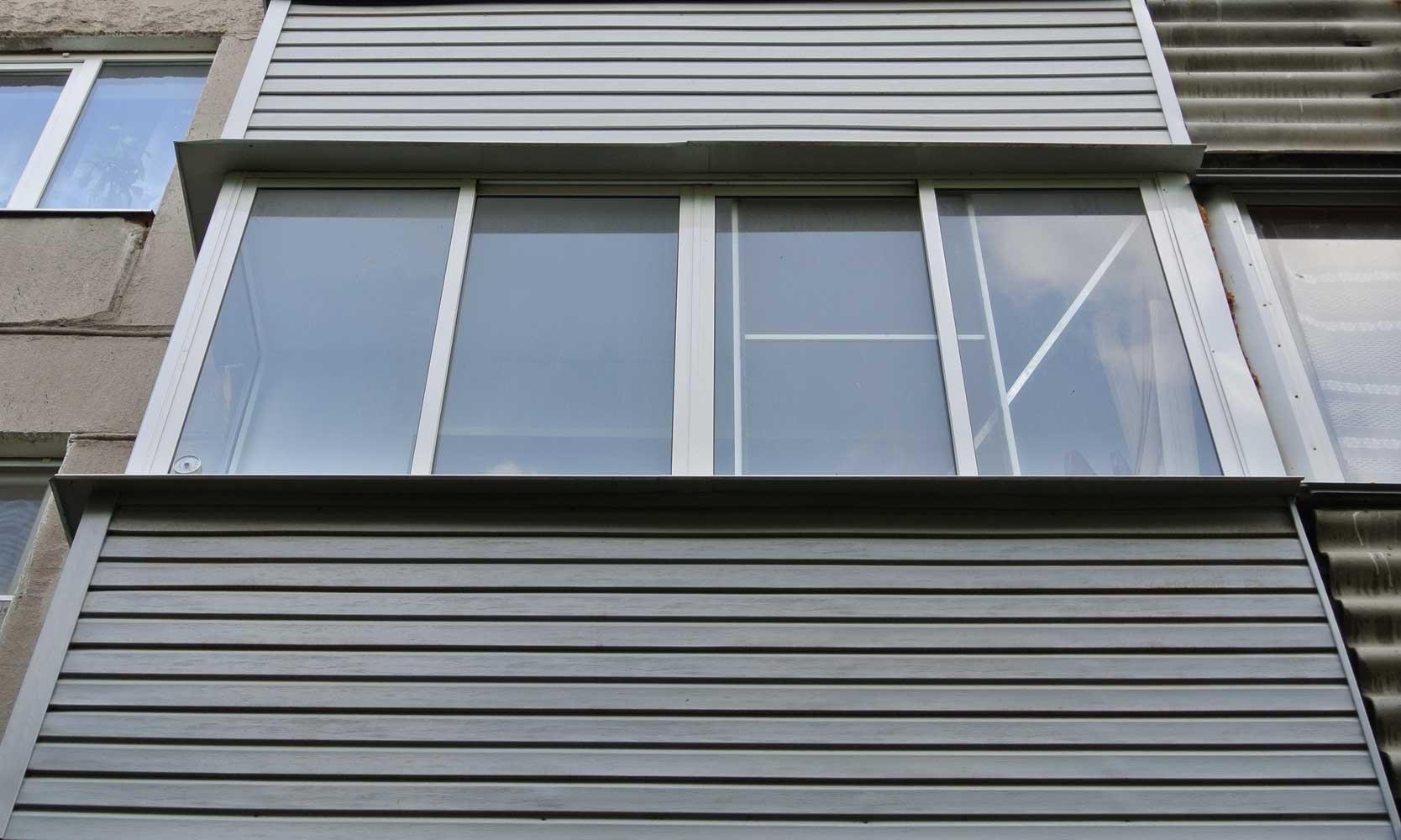Отделка балкона сайдингом, обшивка балконов сайдингом, цены.